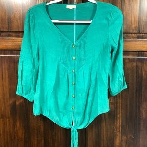 Pearl size small green with gold buttons blouse